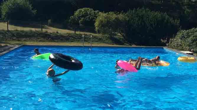 simning i pool på ankaret på sydkoster